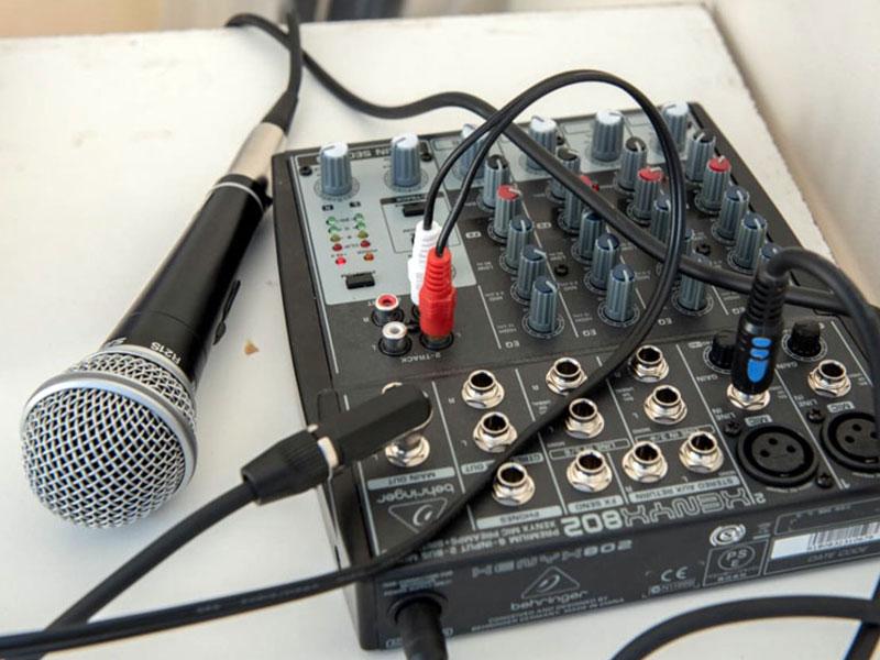 In Kooperation mit CAARNE e.V. wurde die Finanzierung einer Musikanlage für den mobilen Einsatz ermöglicht.