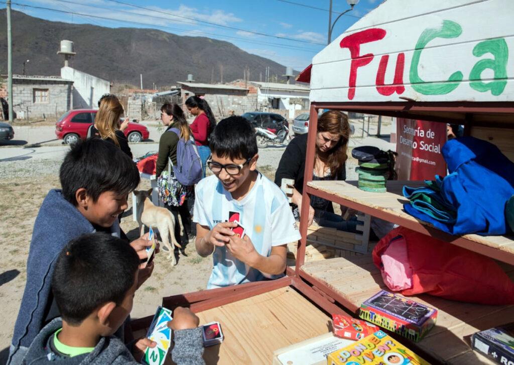 La Andariega, die wandernde Spielesammlung wird von Edumanía bei der Anschaffung von Spielsachen finanziell gefördert.
