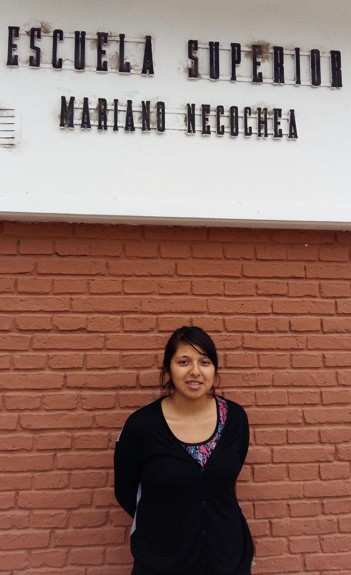 Diese Schülerin konnte mit dem 5-jährigen Stipendium von Edumanía ihre Lehrmaterialien für die Sekundarstufe erwerben und hat nun das Abitur geschafft!