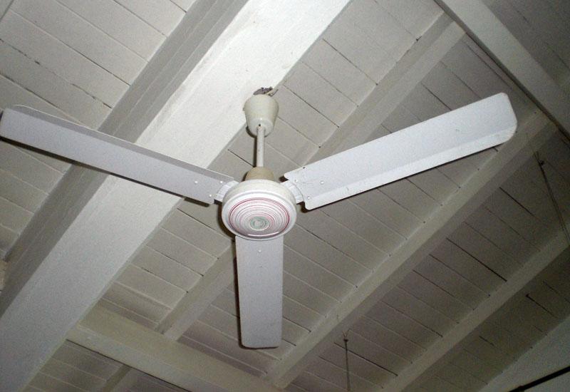 Ein neuer Deckenventilator für die heiße Jahreszeit.