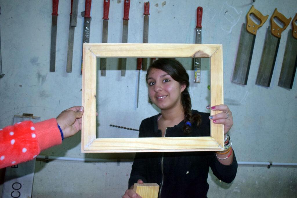 Arbeiten in der Tischlerei macht Spaß und man kann Ergebnisse vorzeigen: Bilderrahmen mit Gehrungsschnitten