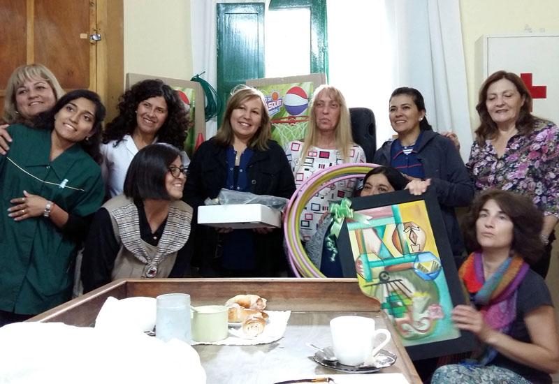 Nach Überreichen der Spenden mit den Kolleginnen. Dank an Edumania-Argentina e.V.