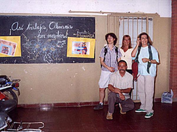 Alejandra (links) und Paloma (rechts) während ihres Besuchs an der Schule.