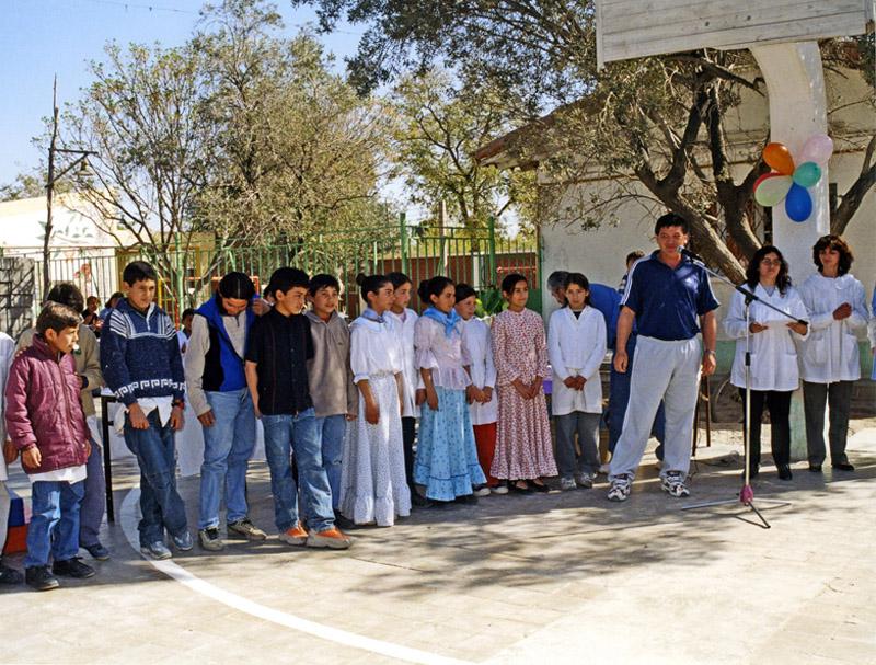 Während eines Tanzwettbewerbs bei einem Schulfest.