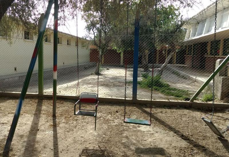 Nach dem Umbau der Schaukeln – Auf dem Schulhof